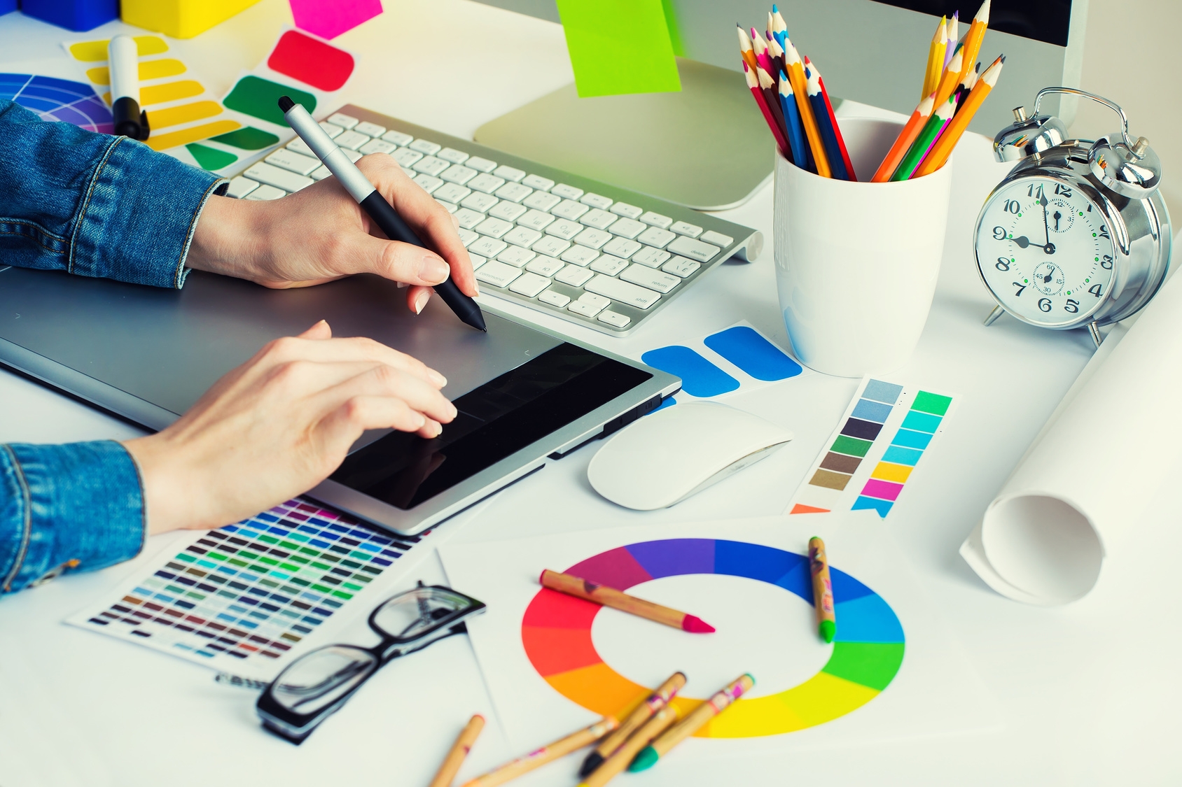 Follow the Graphic Designing latest trends. Importance of Graphic Designing